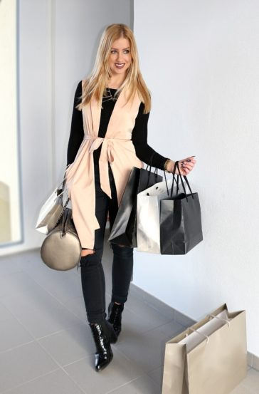 The Perfect Shopping Outfit – Trench Vest, Ripped Jeans, Booties